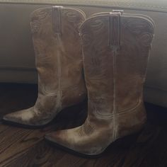 Awesome Blonde Distressed Cowboy Boots Charlie Horse vintage design cowboy boots! Perfect Blonde color! Size 6 Charlie Horse Shoes