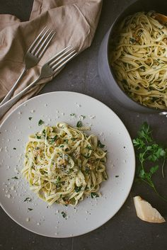 Walnut, Parsley and Parmesan Linguine #vegetarian #recipe