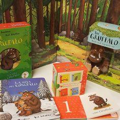 """¿Se nota que nos gusta el Grúfalo? Para los más pequeños, 4 libritos en cartoné con los que podrán aprender conceptos en inglés (opuestos, colores, números...). Tenemos un pack en castellano que contiene """"El Grúfalo"""" y """"La hija del Grúfalo"""" y es en cartoné.  Y por supuesto, una cajita para los fans que contiene el peluche y el librito en inglés."""