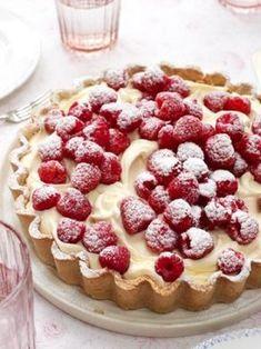 Ecco per voi la ricetta per preparare la crostata al cioccolato bianco e zenzero, un dolce buonissimo e golosissimo che potete decorare a piacere con frutta fresca, riccioli di cioccolato, insomma potete personalizzarla a vostro piacere!