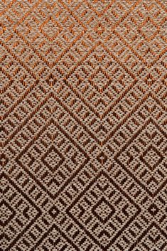 Handwoven rug in our Daú weave, with natural fique fiber and copper threads #Fiber #FiqueFiber #Rugs Animal Print Rug, Weave, Hand Weaving, Fiber, Copper, Textiles, Rugs, Natural, Metal