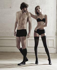 """CATWALK INSPIREREDE.  LAVET TIL AKTIVE TRENDSETTERS.  Den stilfulde Designkollektion fra ITEM m6 er designet til personer der tænker på sin krop, sætter pris på mode og ikke er bange for at vise deres gode fornemmelse af stil, og som ønsker at deres tøj er yderst behagelig at have på.  Udover Designkollektionen, tilbyder ITEM m6 også knæhøje- og ankelstrømper i klassisk og moderne stil samt en række elegante """"stay-ups"""" , leggings og tights med push-up teknologi, specielt designet til…"""
