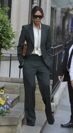 Victoria Beckham Looks Stylish While Leaving Her Shop in London!: Photo Victoria Beckham is always so fashionable! The Spice Girl and fashion entrepreneur was spotted leaving her store on Dover Street on Tuesday (May in London,… Victoria Beckham Outfits, Victoria Beckham Stil, Victoria Beckham Fashion, Business Outfits, Business Fashion, Work Fashion, Fashion Outfits, Womens Fashion, Victoria Fashion