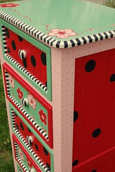 I love hand painted furniture