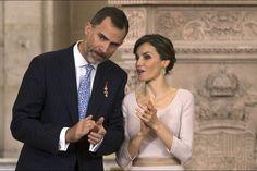 La reine Letizia d'Espagne avec le roi Felipe VI pour la cérémonie du 1er anniversaire du sacre, le 19 juin 2015