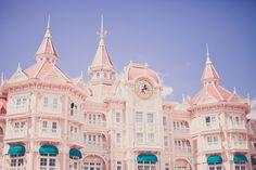 Disneyland Paris Hotel. . BEEN THERE!!! AHHHH amazing! :)