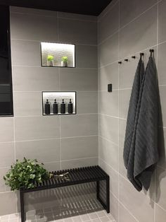 Towel Storage For Small Bathroom Bathroom Toilets, Laundry In Bathroom, Master Bathroom, Bad Inspiration, Bathroom Inspiration, Modern Cabin Interior, Sauna Design, Inside A House, Small Bathroom Storage