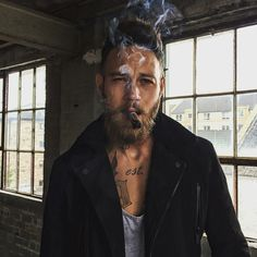 The Classy Issue Billy Huxley, Beard Boy, Sexy Beard, Cigar Men, Man Smoking, Beard Tattoo, Hair And Beard Styles, Male Face, Bearded Men