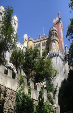 Passe uma tarde maravilhosa em Sintra. Passeios saindo de #lisboa estão em promoção por tempo limitado. aproveite!  #viatorpt