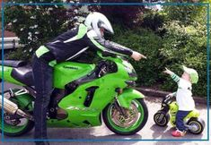 Father and son.too sweet♡ Kawasaki Motorcycles, Cool Motorcycles, Baby Motorbike, Kids Motorcycle, Female Motorcycle Riders, Bike Photoshoot, Top Luxury Cars, Dirtbikes, Dad Baby