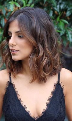 50 Gorgeous Wavy Bob Hairstyles with an Extra Touch of Femininity Brown Hair Balayage, Brown Blonde Hair, Hair Highlights, Caramel Balayage, Brown Lob, Blonde Balayage, Color Highlights, Medium Hair Styles, Curly Hair Styles