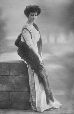 1913 Duchess of Roxburghe Photo - Lallie Charles LC Bain
