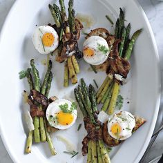 Poached Eggs with Bacon-Wrapped Asparagus | Williams-Sonoma
