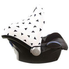 Zonnekap Maxi Cosi wit met zwarte driehoekjes. www.ukje.nl