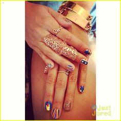 Vanessa Hudgens Shows Off Patriotic Nail Art | vanessa hudgens check out my july 4th nails 04 - Photo Gallery | Just Jared Jr.