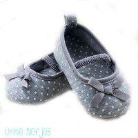 babyslofje babyschoentje ballerina grijs grey stippen dots ribbon strik bowknot