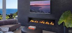 Urban fire seduces with the custom fireplace equipped with a compact or XXL indoor ethanol burner insert. Fireplace decoration ideas are in fashion! Fireplace Set, Ethanol Fireplace, Custom Fireplace, Fireplace Inserts, Beauty Blender Tutorial, Compact, 2017 Images, Interior Decorating, Interior Design