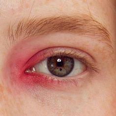 pink inner corner eye make up