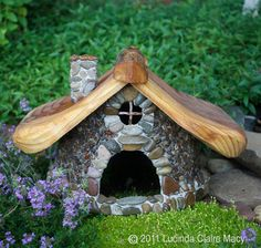 Stone Chalet for the Mountain Fairy Village Tribes    fairy house...casinha de jardim