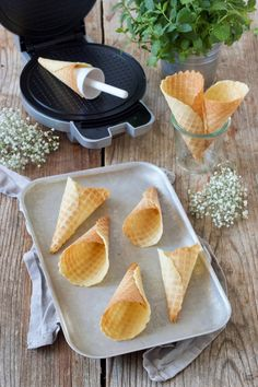 Make ice cream waffles (Stanitzel) yourself – recipe – Sweets & Lifestyle® Waffle Cone Recipe, Ice Cream Waffle Cone, Food Decoration, Homemade Ice Cream, World Recipes, Fabulous Foods, Cream Recipes, Waffles, Good Food