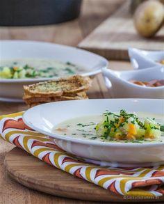 Cremige Gemüsesuppe mit Brotchips