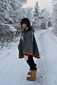 Min vakre, fine nabo, Ragnhild, i ny luhkka. Denne luhkkaen var litt gøy å sy. Handicraft, Pride, People, How To Wear, Folklore, Woman, Inspiration, Fashion, Ponchos