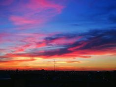 Reposting @ricardeador: #skyline #Madrid. Ahora mismo. Corre, míralo! . . . . 🏢 🏞 🌄 #sky #sun #sunset #instagood #happydays #beautifulworld