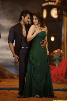 Rachcha Photos: HD Images, Pictures, Stills, First Look Posters of Rachcha Movie - FilmiBeat Bollywood Actress Hot Photos, Indian Actress Hot Pics, Bollywood Girls, Beautiful Bollywood Actress, Beautiful Actresses, Indian Actresses, Tamil Actress, Beautiful Girl Indian, Most Beautiful Indian Actress