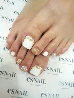 White toe nails looks interesting! Pedicure Nail Art, Pedicure Designs, Toe Nail Designs, Toe Nail Art, Nail Manicure, Summer Toe Nails, Beach Nails, Es Nails, Hair And Nails
