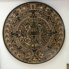 Calendario maya en granito negro grabado con chorro de arena y posterior pintando con oro. 《Ibicenca de marmoles y granitos》Ibiza.