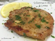 LEMON PORK SCALOPPINE - A Tavola with Lia- A second course of fast and tasty meat, the scallops of pork with lemon, certainly appreciated on all tables and for all ages … enjoy your meal! Veal Recipes, Cabbage Recipes, Wine Recipes, Italian Chicken Dishes, Asian Chicken Recipes, Fairy Food, Cheap Meat, Albondigas, Light Recipes