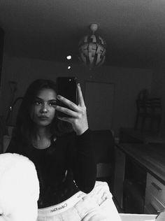 fake story night home Teenage Girl Photography, Girl Photography Poses, Selfie Poses, Cute Girl Face, Cute Girl Photo, Cool Girl Pictures, Girl Photos, Catfish Girl, Snapchat Girls