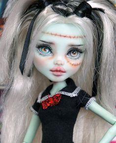 Nice s as! Monster High Art, Custom Monster High Dolls, Monster High Repaint, Custom Dolls, Ooak Dolls, Blythe Dolls, Art Dolls, Doll Eyes, Doll Face