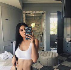 Everything Kardashian and Jenner! Kyle Jenner, Kylie Jenner Body, Kylie Jenner House, Kylie Jenner Fotos, Kendall Y Kylie Jenner, Trajes Kylie Jenner, Kylie Jenner Outfits, Kylie Jenner Bikini, Girl Swag