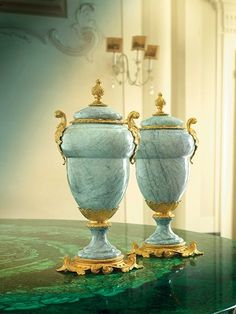 Acorn Pot Pourri in marble and 24K gold plated bronze by Baldi Home Jewels #HomeJewels #marble #luxury #luxuryfurnitures #classicfurnitures