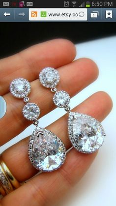 Gorgeous earrings! Would make for beautiful bride!