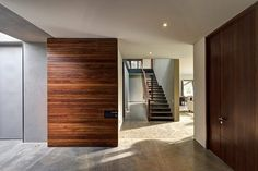 Casa SE is a private residence located in Zapopan, Mexico and designed in 2013 by Elías Rizo Arquitectos. Modern Hall, Contemporary Doors, Construction, Design Blog, Grey Walls, Apartment Design, Wood Doors, Interior Architecture, Interior Design