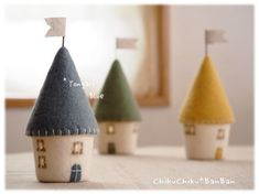 Felt Diy, Felt Crafts, Handmade Crafts, Diy And Crafts, Felt House, Fall Pillows, Fabric Toys, Felt Decorations, Felt Christmas Ornaments