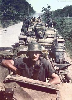 Eine Sturmgeschützabteilung auf dem Marsch