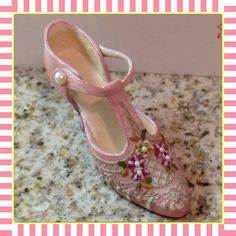 "Vintage NOSTALGIA ""IF THE SHOE FITS"" VD116 FRENCH Lace Figurine Pink Mini Shoe  Up for bid!"