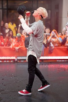 "Justin Bieber Photos - Justin Beiber performs on NBC's ""Today"" at Rockefeller Plaza on September 2015 in New York City. - Justin Beiber Performs on NBC's 'Today' Justin Bieber 2015, Moda Justin Bieber, Justin Bieber Fotos, Justin Bieber Outfits, Justin Bieber Style, Justin Bieber Pictures, Justin Bieber Fashion, Peinado Justin Bieber, Zack Morris"