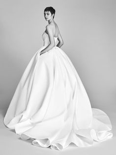 Wedding Gown Elegance: Viktor and Rolf | ZsaZsa Bellagio - Like No Other Ball Dresses, Bridal Dresses, Wedding Gowns, Ball Gowns, Wedding Dress Styles, Long Dresses, Viktor & Rolf, Yes To The Dress, Perfect Wedding Dress