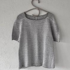 Ravelry: Hør no 5 pattern by Lone Kjeldsen Summer Knitting, Knitting For Kids, Knitting Ideas, Summer Blouses, Sweater Knitting Patterns, Sweater And Shorts, Pullover, Blouse Designs, Crochet Top