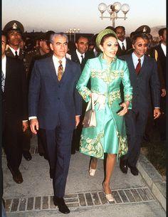 Mohammad Reza et Farah Pahlavi le shah d iran Farah Diba, King Of Persia, Pahlavi Dynasty, The Shah Of Iran, Royal Fashion, King Queen, Vanity Fair, People, Glamour