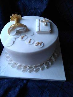 Name writing on discs idea. Dedication Cake, First Holy Communion Cake, Religious Cakes, Confirmation Cakes, Cakes For Men, Cake Servings, Occasion Cakes, Fondant Cakes, Cake Designs