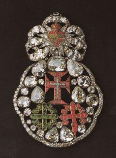 Jóia das Três Ordens Miilitares Portuguesas- Cristo, Avis e Santiago. Ouro prata, rubis, esmeraldas e diamantes, Séc XVIII. Pertenceu à rainha D.Maria I