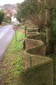 Crinkle crankle wall - Wikipedia, the free encyclopedia  This type of wall actually economizes on bricks, as it can be built just one brick's thickness.