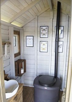 Valkoinen Puutalokoti Love this one because they actually have a place to wash hands! Tiny Cabins, Lake Cabins, City Of London, Summer House Interiors, Outhouse Bathroom, Outdoor Toilet, Outdoor Bathrooms, Composting Toilet, Farm Stay