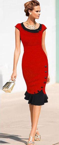 Vestido vermelho com botões e babado