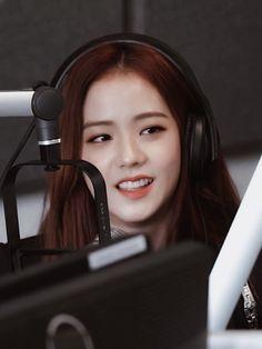 TweetDeck Kpop Girl Groups, Korean Girl Groups, Gaming Wallpapers, Jennie, Ji Soo, Lucky Girl, Blackpink Jisoo, Picture Credit, First Girl
